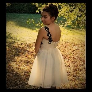 Dresses & Skirts - Bee darlin dress size 1/2